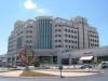 Центральное административное и офисное здание города, в котором расположены также торговый центр с брендовыми магазинами и Центральная автобусная станция