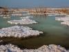 Мертвое море. Солевые островки на водной глади