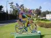 "Нетания. Скульптура на газоне ""Велосипедист"" Давида Герштейна"